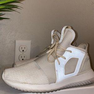 Shoes : Adidas